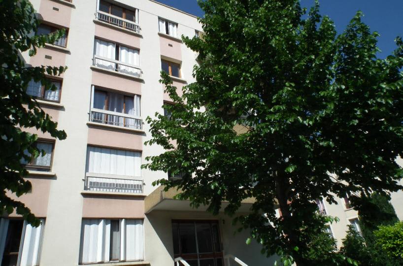 location appartement 94: studio 27 m² dans résidence, balcon, parking et cave