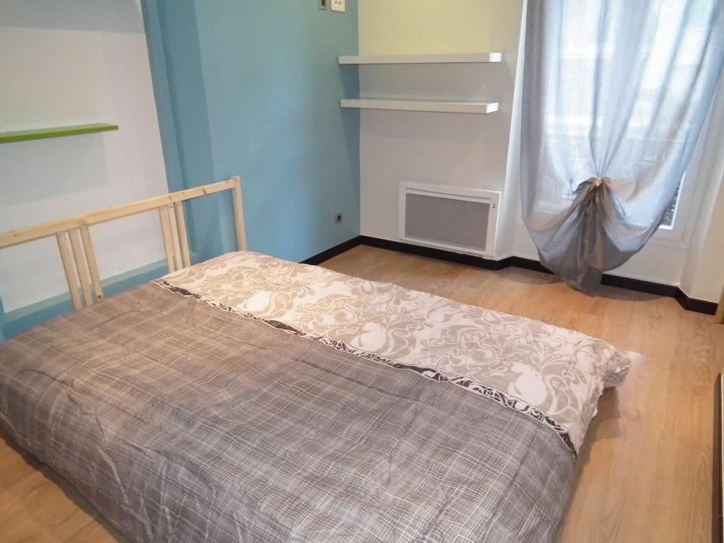 appartement à louer charenton: 2 pièces 36 m², chambre à coucher avec étagères