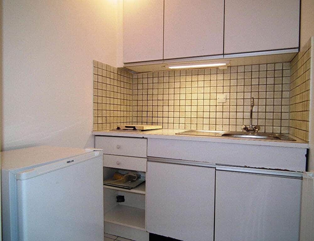 agence immobilière val de marne: studio 27 m², coin cuisine aménagé, nombreux rangements
