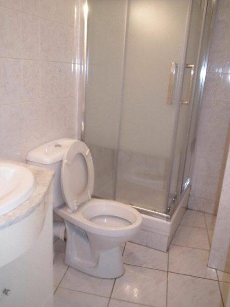 l'adresse valerie immobilier: studio 21 m², salle de bain comprenant lavabo, douche et wc