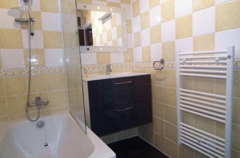 location appartement alfortville: 2 pièces, salle de bain avec baignoire, sèche serviette