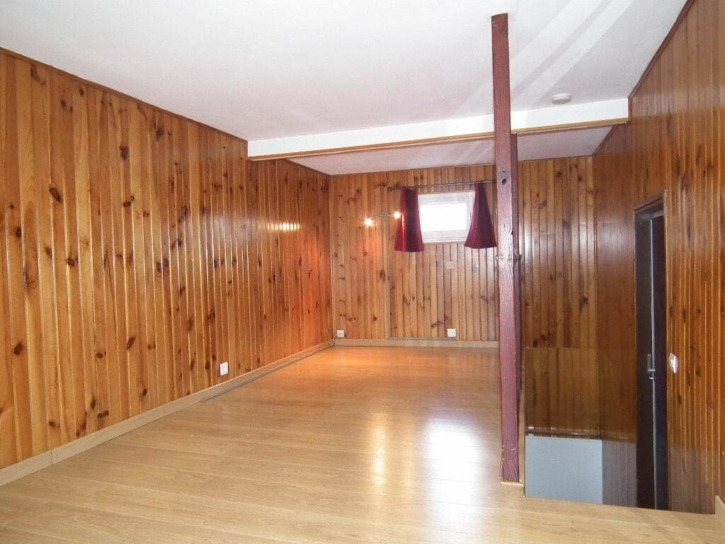 immobilier 94: alforville, 2 pièces 31 m², chambre en mezzanine, revêtement mur en pin
