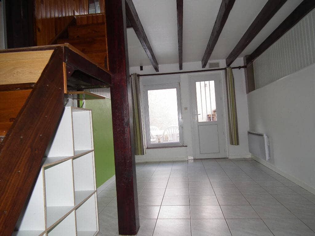 louer appartement alfortville: 2 pièces, entrée accès jardin, escalier vers la chambre mezzanine