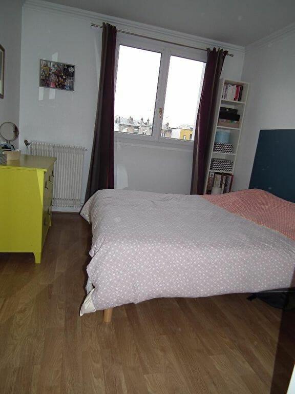 location appartement val de marne: 3 pièces 55 m², chambre avec armoire encastrée
