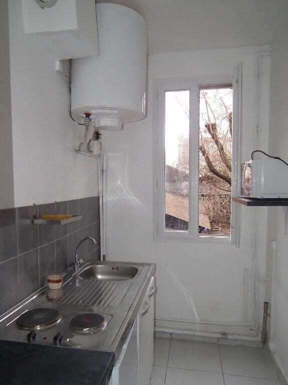 l'adresse valerie immobilier - studio Montreuil refait à neuf 20 m², cuisine séparée vue sur jardin