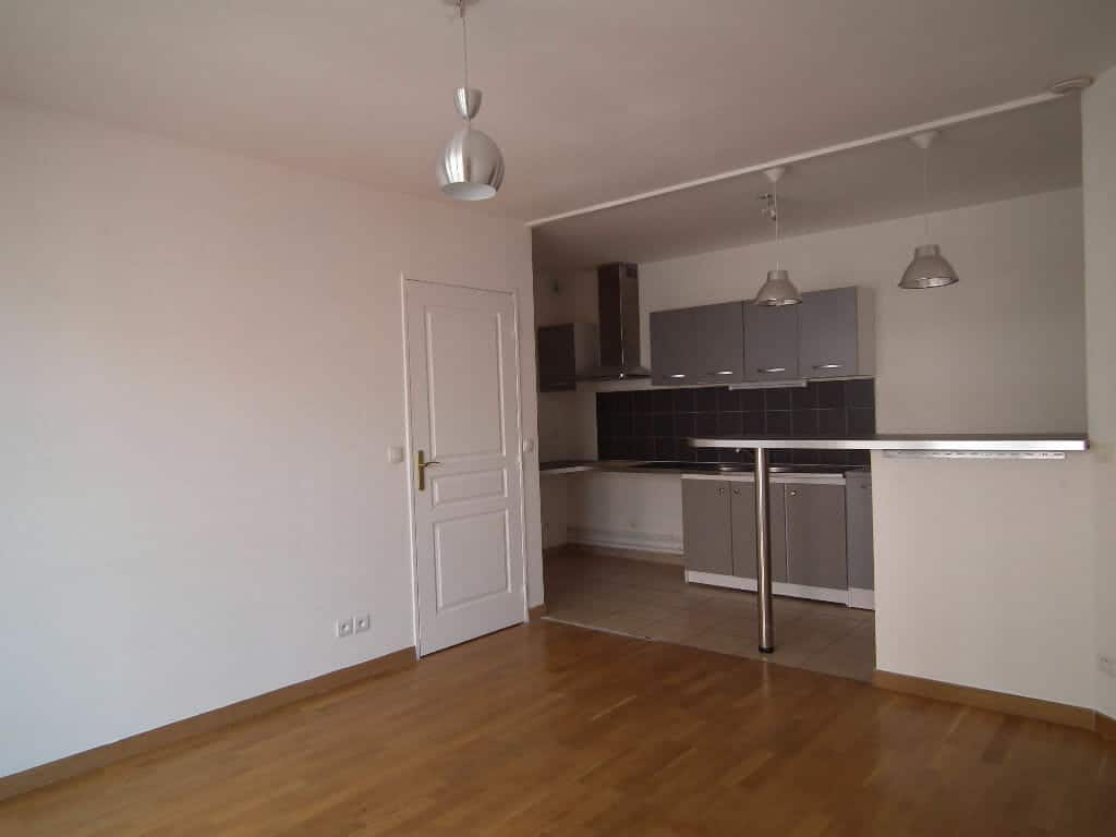 appartement alfortville: location 3 pièces 55 m², séjour avec coin cuisine