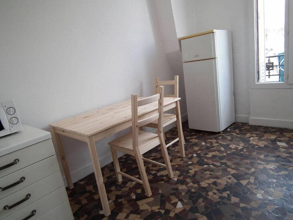 immo alfortville: studio 2 / pièces 24 m², coin repas aménagé dans pièce principale