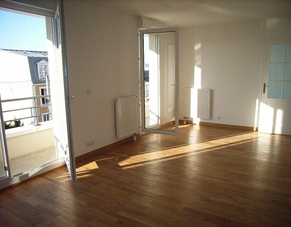 agence immobiliere alfortville: appartement 2 pièces 45 m², séjour avec 2 portes-fenêtres, balcon