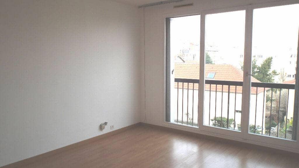 location appartement alfortville, 3 pièces 54 m², séjour lumineux avec balcon