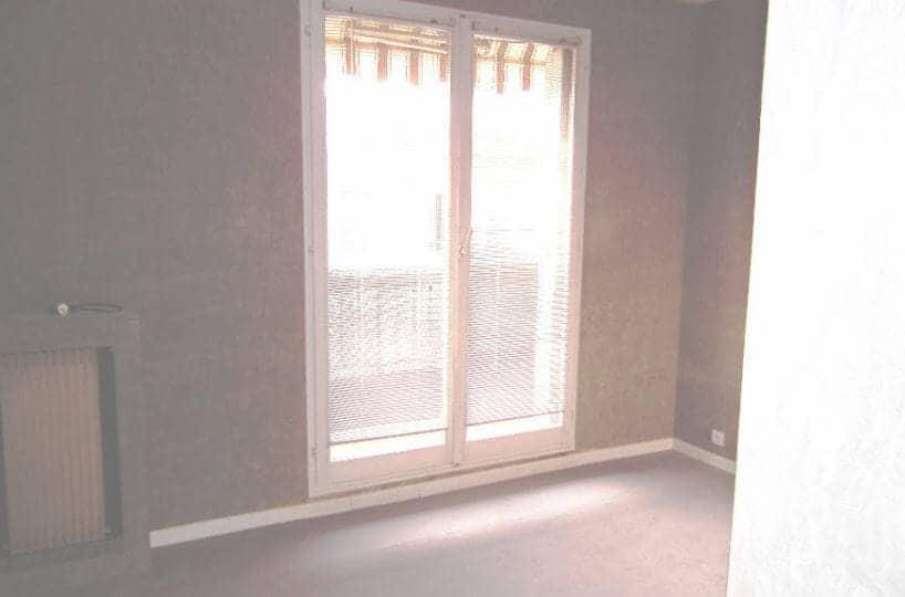 location appartement 94700: alforville, 3 pièces 54 m², chambre avec balcon