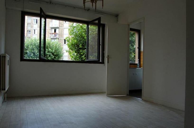 location appartement 94: studio 28 m², pièce à vivre lumineuse, cuisine séparée