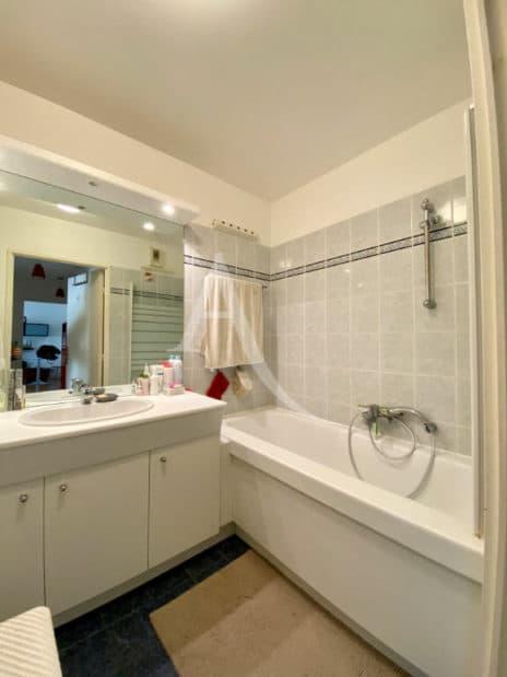 vendre appartement charenton: 2 pièces 52 m²,  salle de bain avec baignoire, rangements