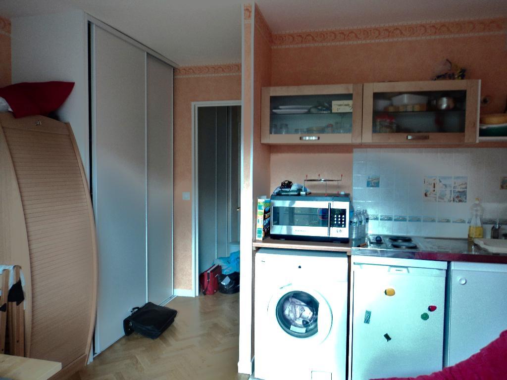 agence immobilière 94: studio meublé 21 m², coin cuisine aménagée et équipée