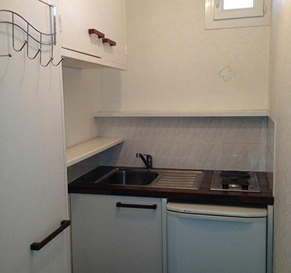 l adresse alfortville: studio 17 m² à louer, coin kitchenette avec rangements