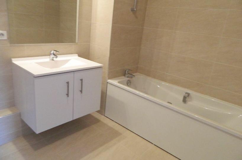 location appartement maison alfort: 2 pièces 43 m², salle de bain, baignoire entièrement carrelée