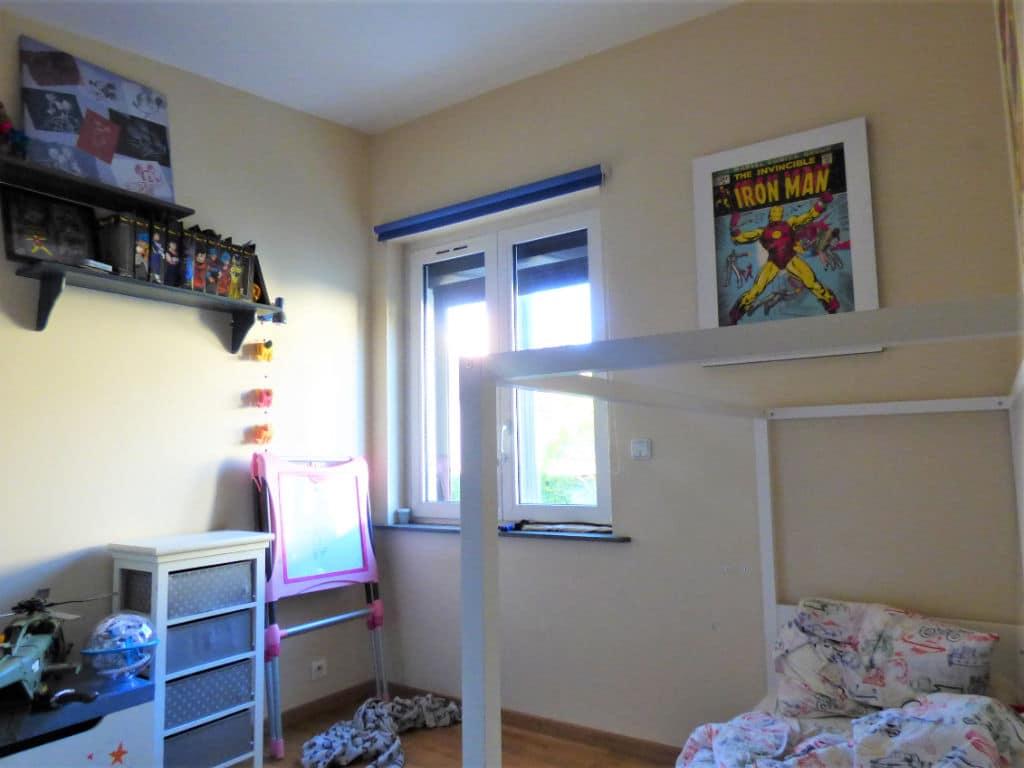 point de vente immobilier: maison 5 pièces 102 m², second chambre claire avec vue dégagée