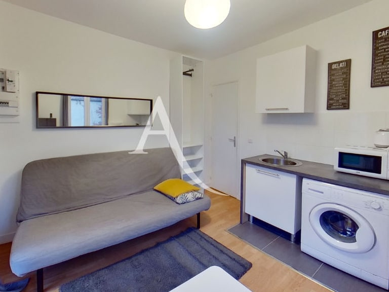 appartement maison alfort: studio 13 m², pièces à vivre meublée avec balcon