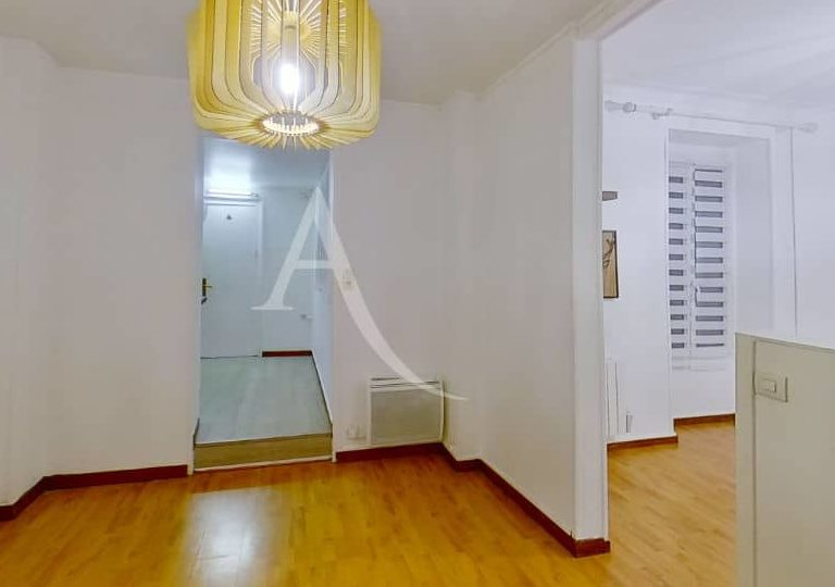 location charenton le pont: appartement 2 pièces 28 m², luminaire au plafond