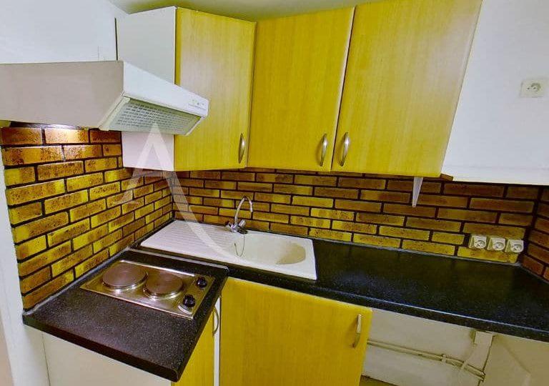 agence de la mairie charenton: 2 pièces, cuisine indépendante aménagée: plaques, hotte