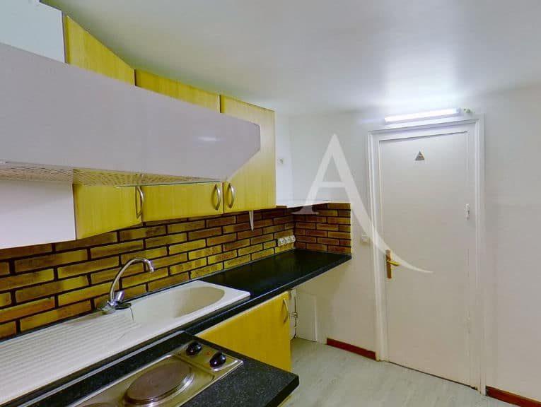 l'adresse charenton: 2 pièces 28 m²: cuisine indépendante avec meubles hauts et bas