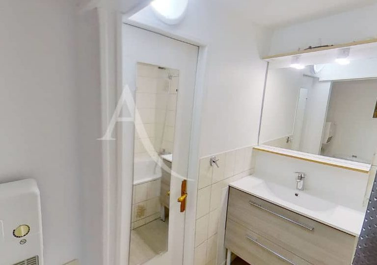 l'adresse charenton: 2 pièces 28 m², salle de bain avec baignoire et wc