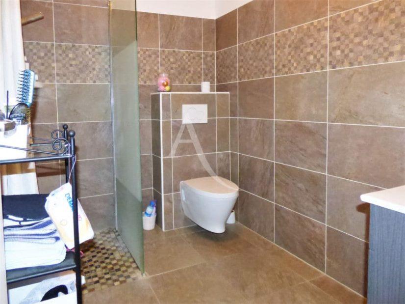 appartement maison alfort: 2 pièces 42 m², salle de bain avec douche américaine et wc