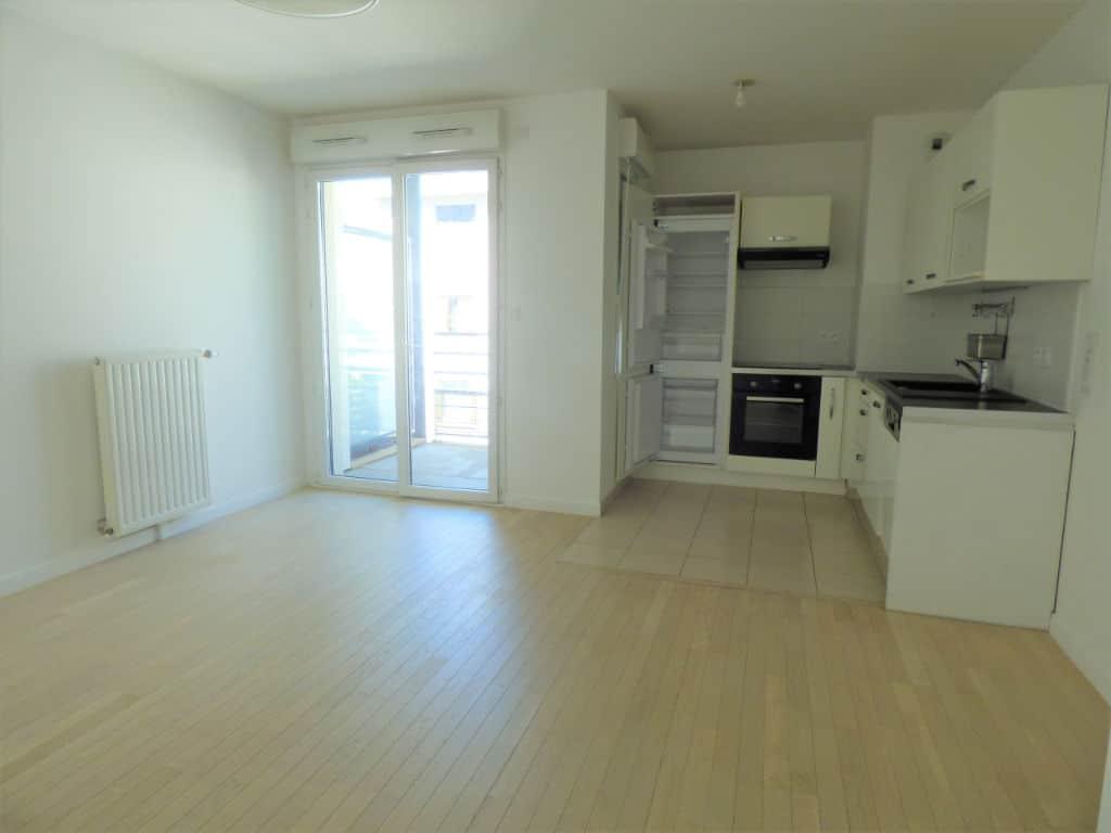 immo maisons alfort: appartement 3 pièces 55 m² - séjour avec balcon et cuisine ouverte équipée