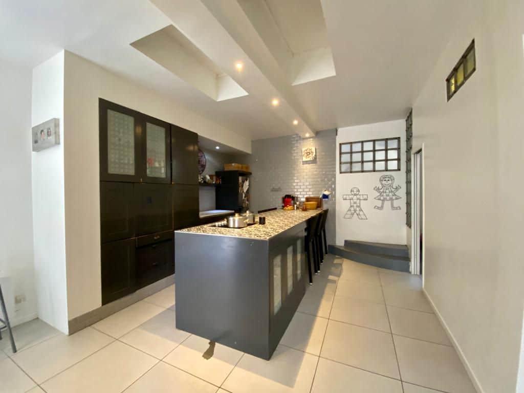 maison a vendre maison alfort - 190 m², cuisine moderne avec bar central