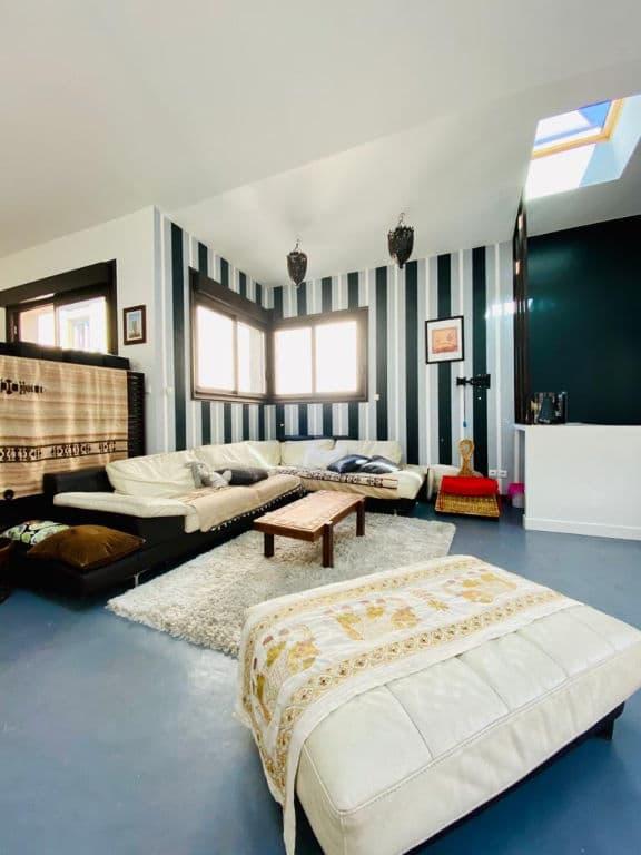 agence immo maisons-alfort - 190 m² - aperçu vaste séjour avec nombreuses fenêtres