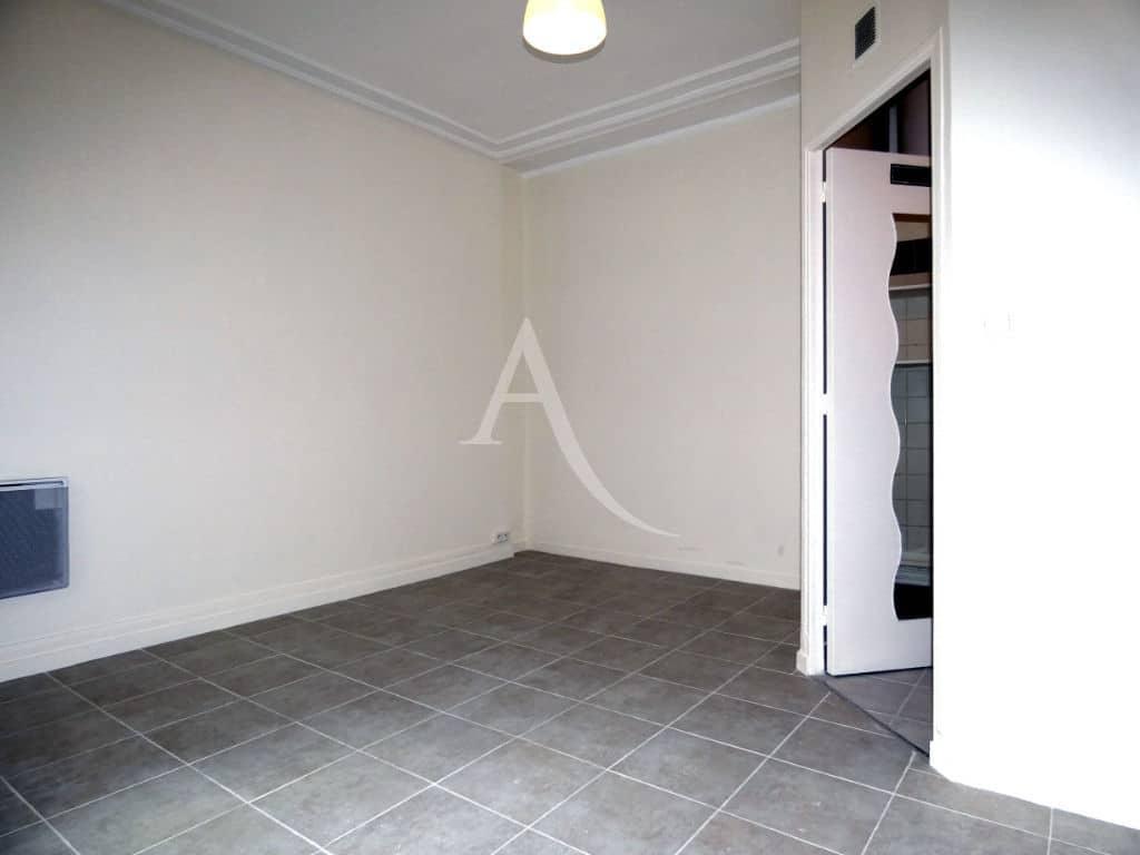 agence immobilière charenton le pont: studio 16 m², séjour carrelé
