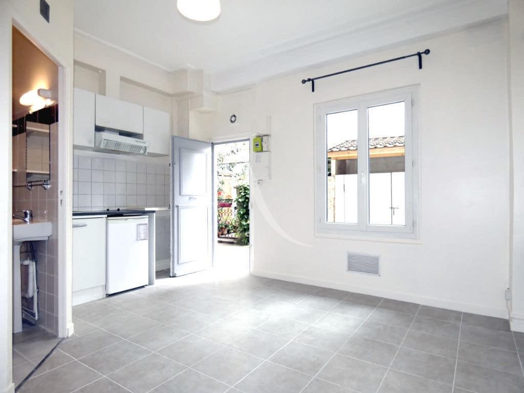 immobilier a louer: charenton le pont, 1 pièce avec coin cuisine et salle de bain + wc