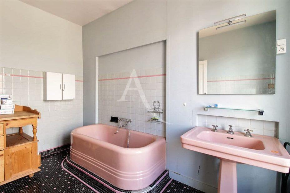 maison à vendre avis: maison 7 pièces 180 m² à vitry-sur-seine, seconde salle de bains avec baignoire