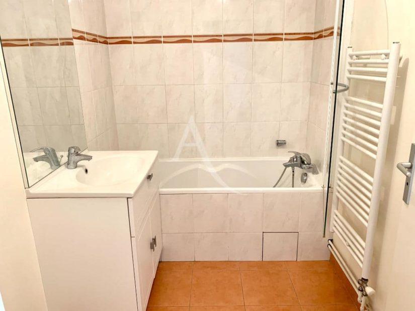 vente appartement maisons alfort: 4 pièces 84 m², salle de bain avec baignoire