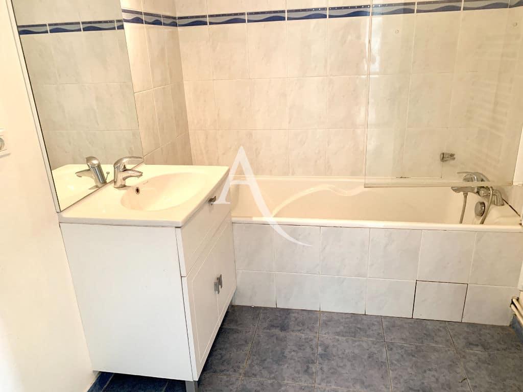 liste agence immobilière 94 - appartement 4 pièces 84 m², salle de bains standing