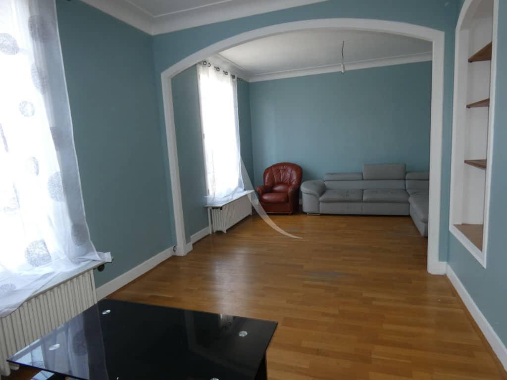 immo direct: maison 7 pièces 110 m², double-séjour avec belle hauteur de plafond