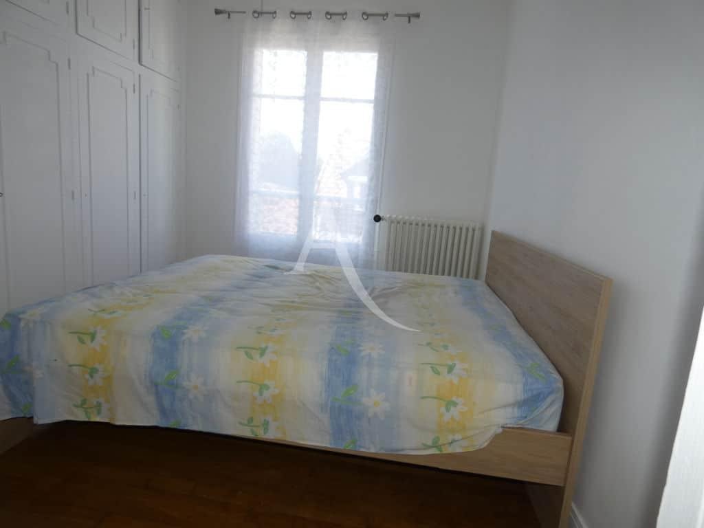 agence immobilière 94: maison 7 pièces 110 m², première chambre avec grande penderie intégrée
