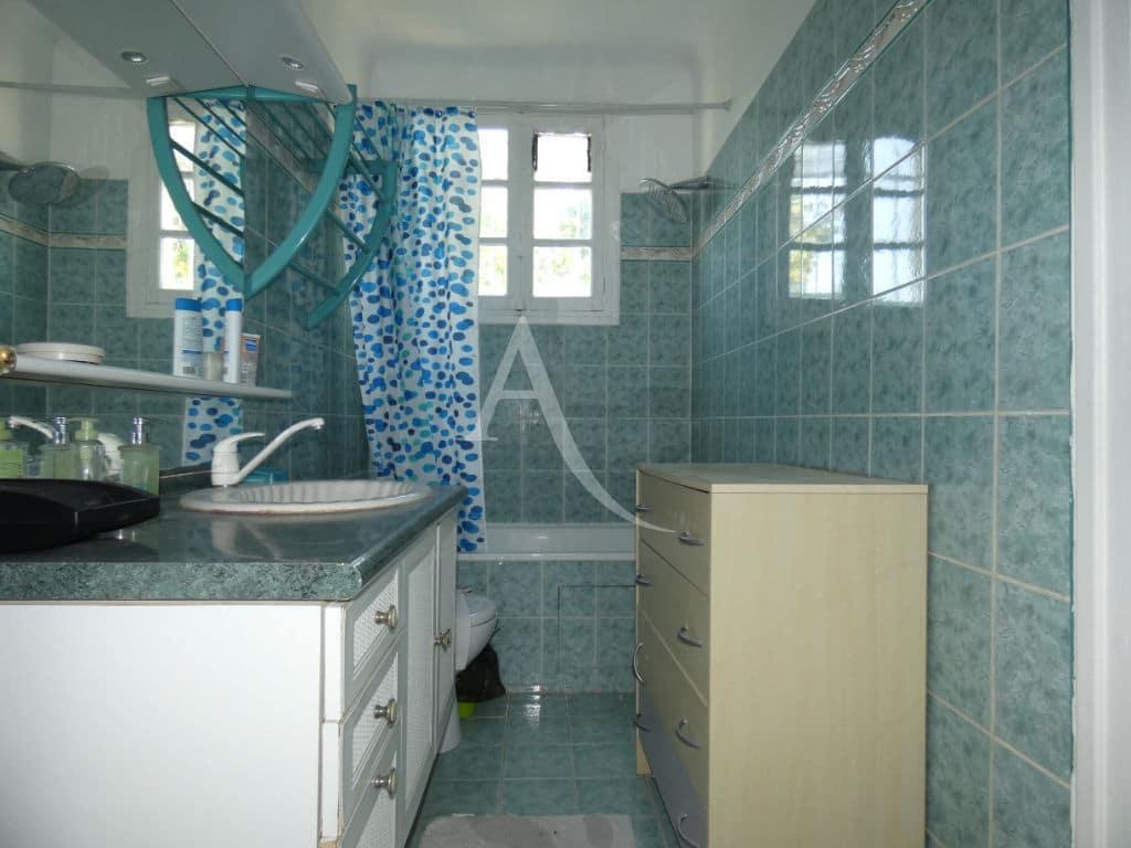 agence immobiliere 94: maison 7 pièces 110 m², salle de bains avec wc