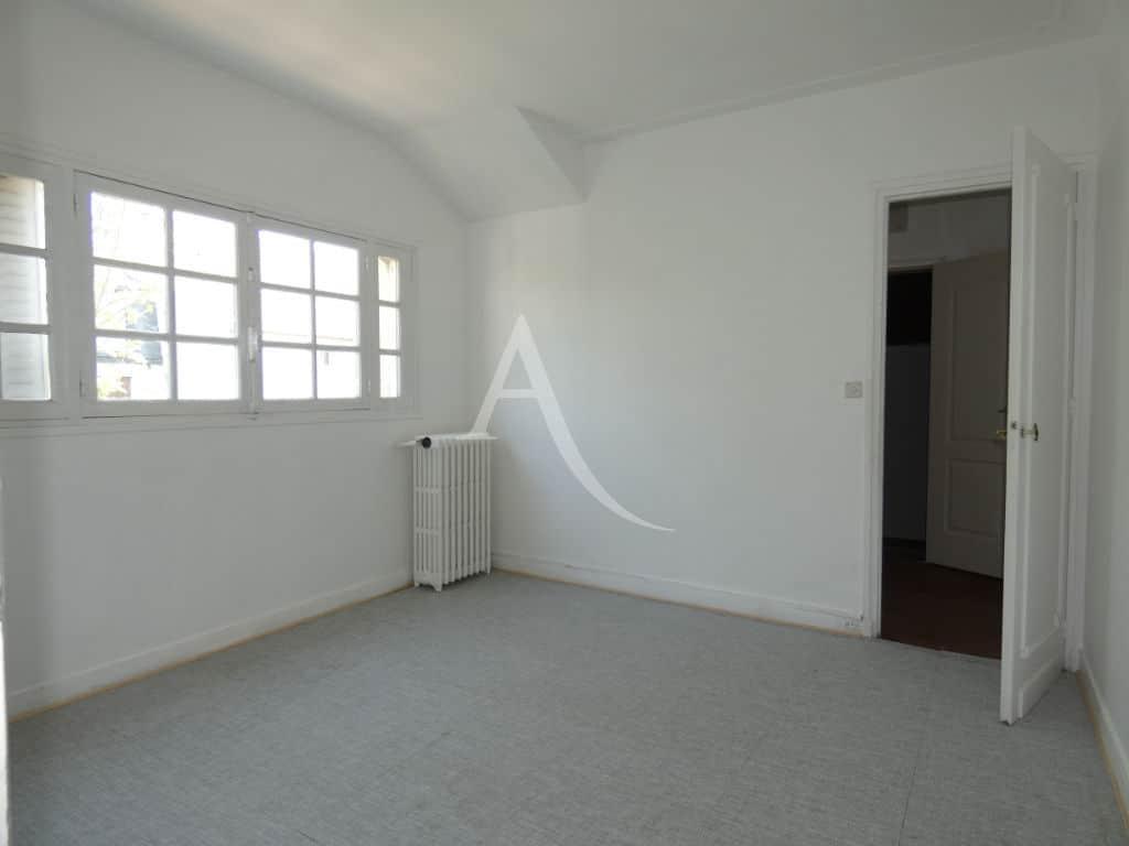 liste agence immobilière 94: maison 7 pièces 110 m², seconde chambre avec grande fenêtre