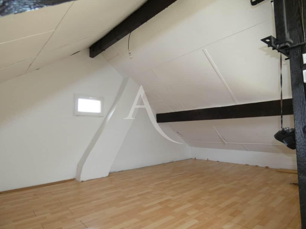 l'adresse valerie immobilier: maison 7 pièces 110 m², au 2e étage : combles aménagés