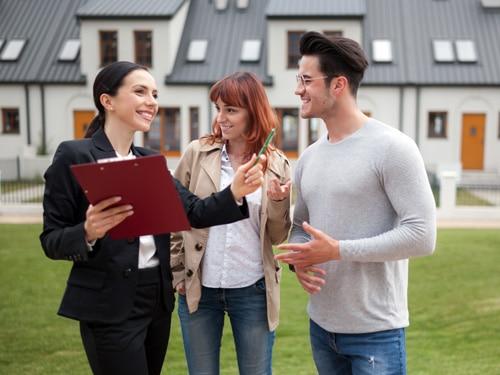 Valérie Immobilier : une équipe de négociateurs sur le terrain pour faire visiter votre bien