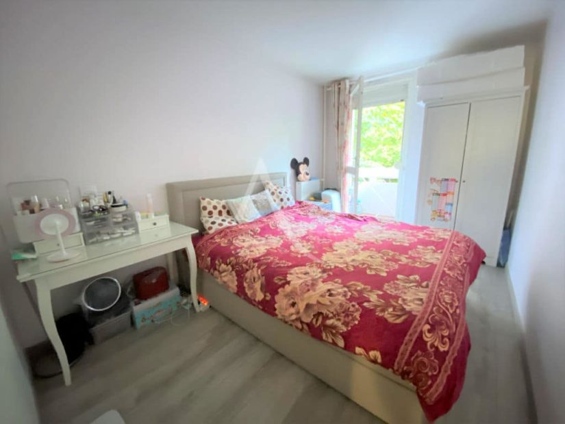 appartement à vendre à maisons alfort: 3 pièces 69 m², chambre à coucher avec balcon
