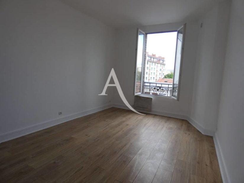 agence location immobiliere: 2 pièces, chambre avec fenêtre pvc double vitrage