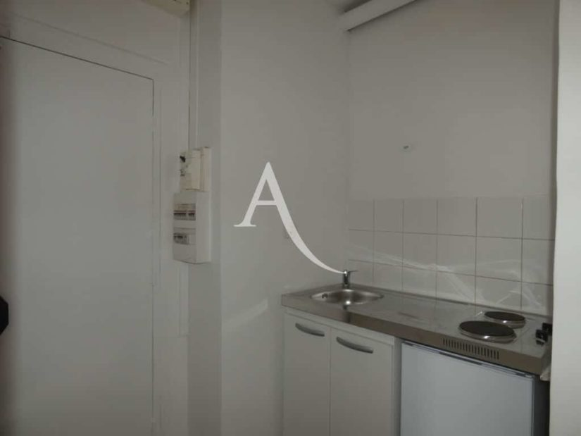 immobilier 94: appartement 2 pièces 30 m², cuisine avec plaque électrique