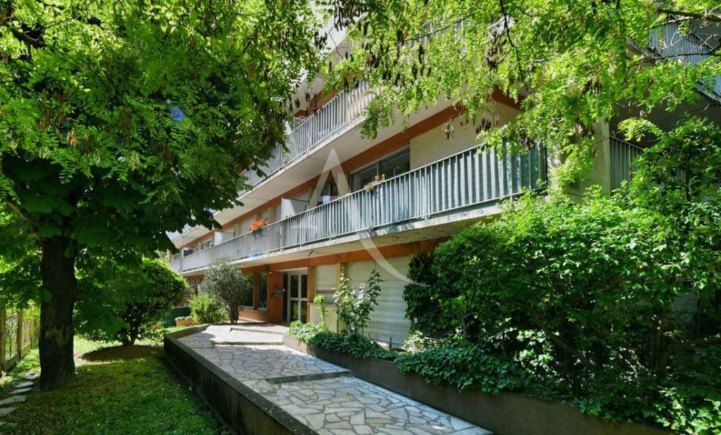 location appartement maison alfort: 2 pièces 37 m² + terrasse, aperçu exterieur du grand balcon