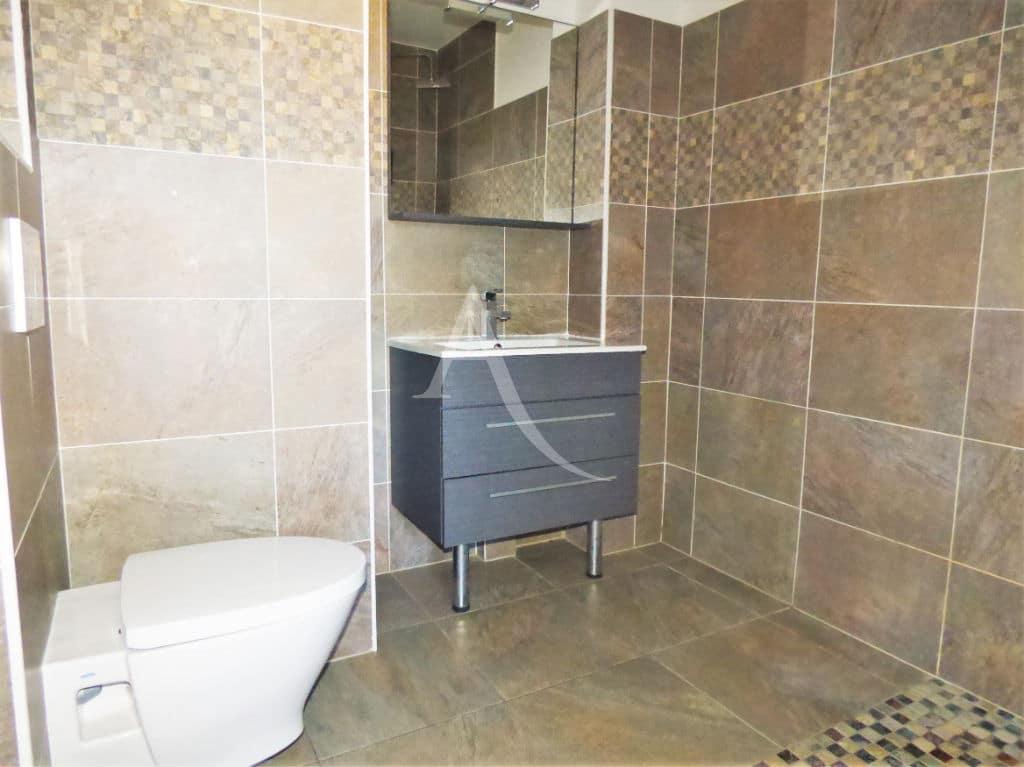l'adresse valerie immobilier: studio 29 m², salle de bain entièrement carrelée, wc