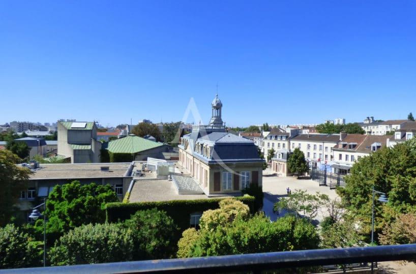 immobilier 94: studio 29 m², belle vue du balcon au 4° étage (avec ascenseur)