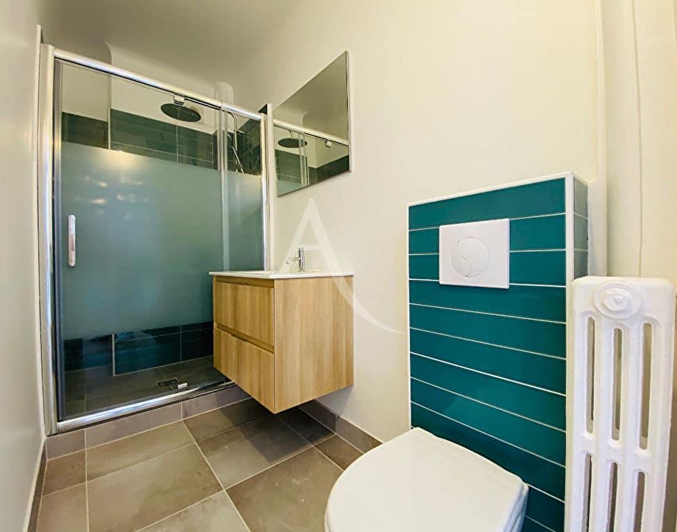 l adresse immobilier 94: appartement 2 pièces, salle de bain avec douche américaine et wc