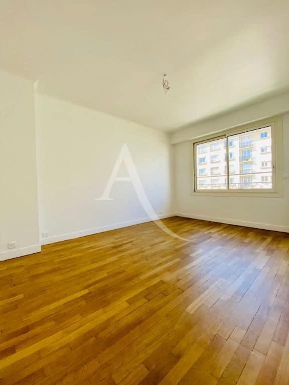 immobilier a louer: appartement 2 pièces 47m², refait à neuf en étage élevé avec ascenseur