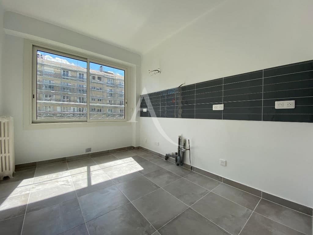 louer appartement charenton-le-pont, 2 pièces 47m², grande cuisine pré équipée eau / électricité
