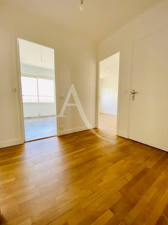 valerie immobilier charenton le pont: 2 pièces, chambre avec parquet massif